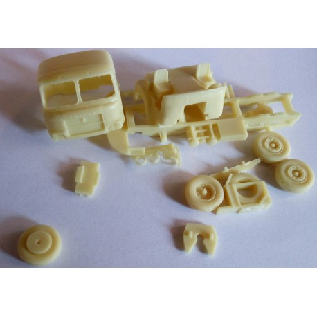 CHO1029 - tracteur 4*2 Saviem JL Cabine 840 Phase 3 - 1/87eme HO